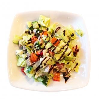 Салат с языком, овощами и песто